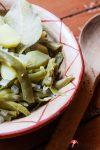 Einen Topf saure Bohnen mit Kartoffeln