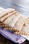 Knuspriges Roggen-Knäckebrot mit Kümmel – schlichtweg schmackhaft