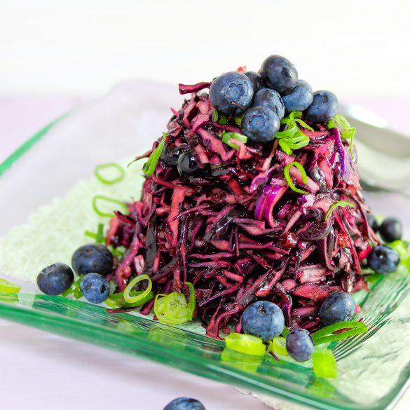 Madam Rote Rübe - Rotkohlsalat mit Blaubeeren und Lauchzwiebeln