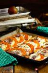 Vegetarischer Kürbis-Flammkuchen mit Apfelscheiben & Brie heißen uns willkommen