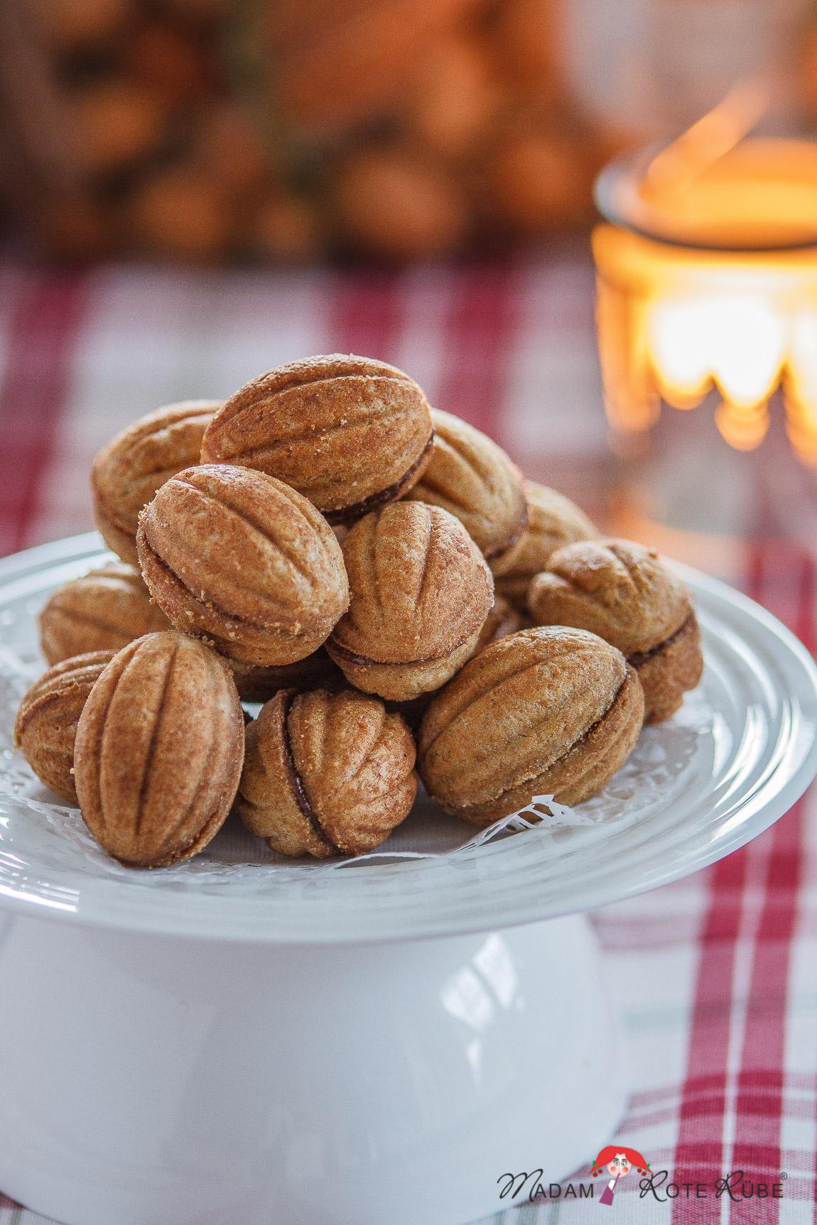 Leckerbissen aus der Weihnachtsbäckerei: Schoko-Zaubernüsse - Madam Rote  Rübe & die Landküche