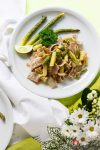 "Lauwarmer grüner Spargel-Pasta-Salat – ""Lindgrün – meine Lieblingsfarbe im Mai"""