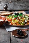 Lauchsalat mit Oliven und Schafskäse-Feta – der perfekte Begleiter in die Sommerfrische