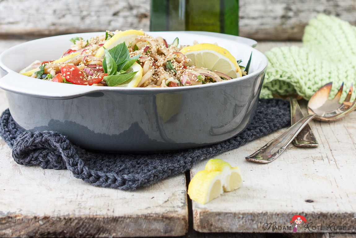 Madam Rote Rübe - Sommer-Nudelsalat mit Zucchini und Sesamsauce
