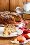 Schneller Apfel-Honigkuchen mit karamellisierter Walnusskruste