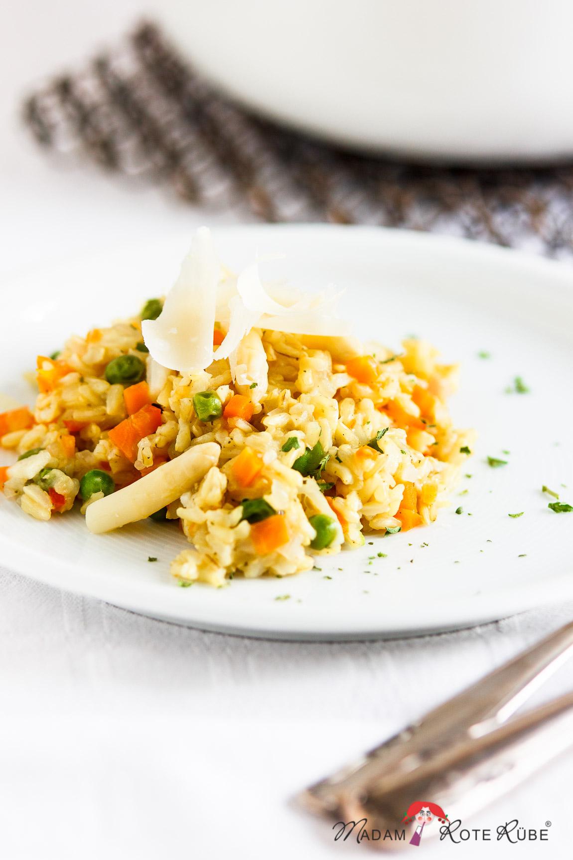 Madam Rote Rübe - One-Pot-Gericht: Gemüsereis mit Spargel und Parmesanhobel