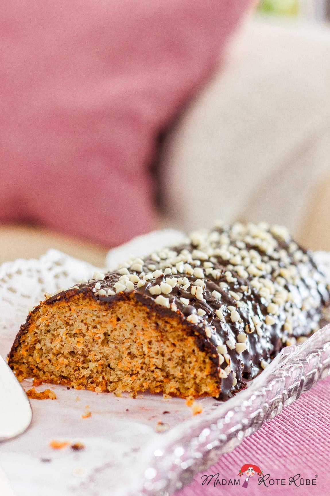 Da schwächelt sogar der Osterhase: Feiner Möhren-Dinkelvollkorn-Kuchen - ein leichtes Kuchenrezept ohne Fett