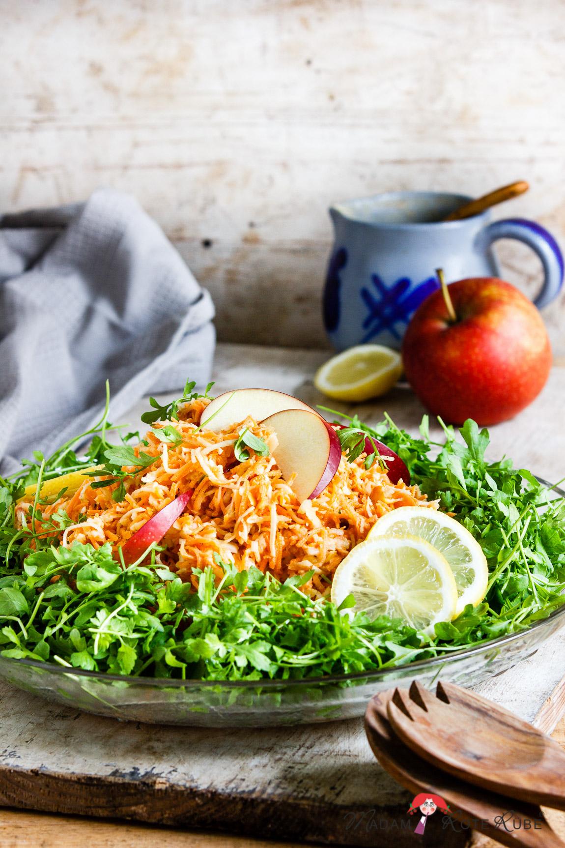 Möhren-Sellerie-Salat mit Apfel und fein-würziger Gartenkresse