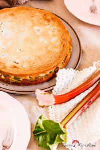 Dinkelvollkorn-Rhabarberkuchen mit Honig-Mandel-Baiserhaube