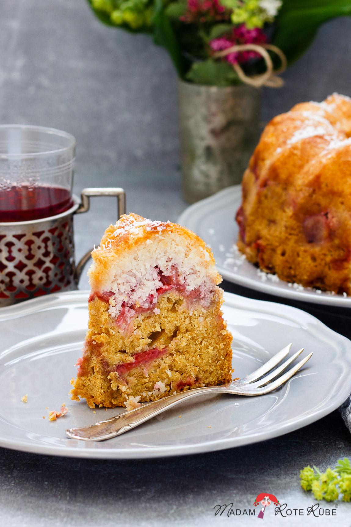 Madam Rote Rübe - Saftiger Erdbeer-Kokos-Gugelhupf mit Dinkelvollkorn