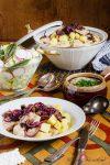 An Omas Küchentisch: Verheiratete – Grumbeeren & Mehlkneppcher verbinden sich in einer Schnittlauchsauce