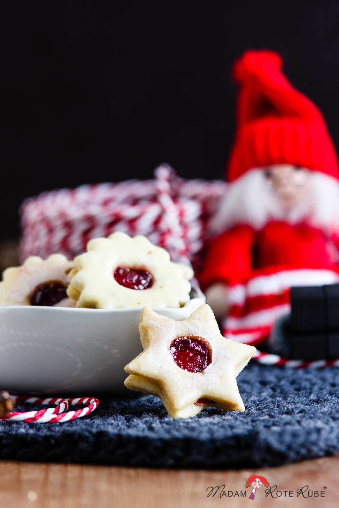 Madam Rote Rübe - Fruchtig gefüllte Hildabrötchen mit Johannisbeergelee aus der Weihnachtsbäckerei