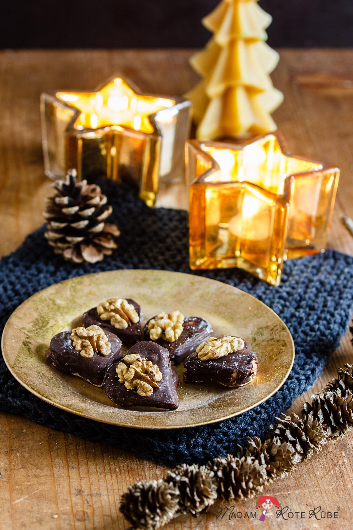 Madam Rote Rübe - schokoladige Walnussherzen mit feiner Füllung aus der Weihnachtsbäckerei