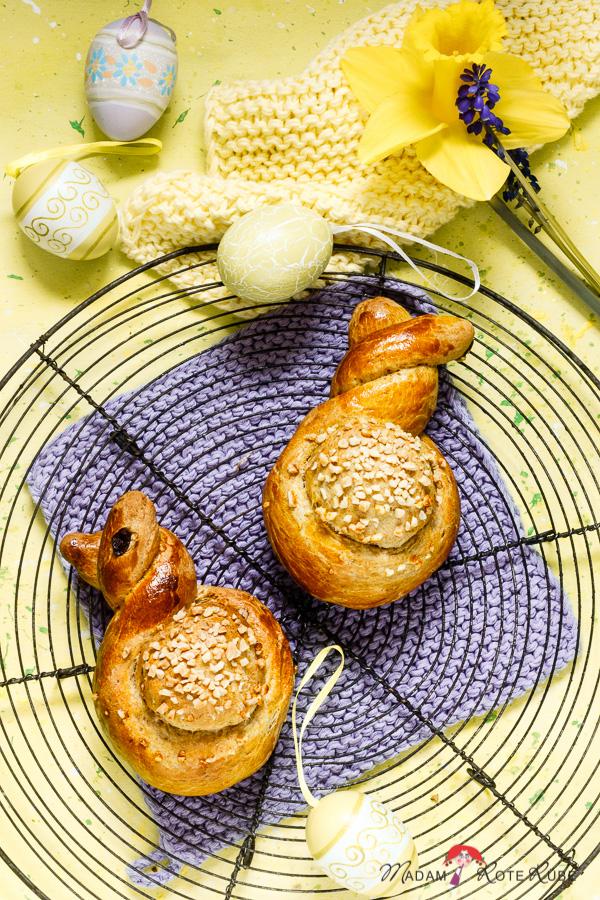 Madam Rote Rübe - Süße Osterhasen mit dicken Mandelbäuchen aus Hefeteig