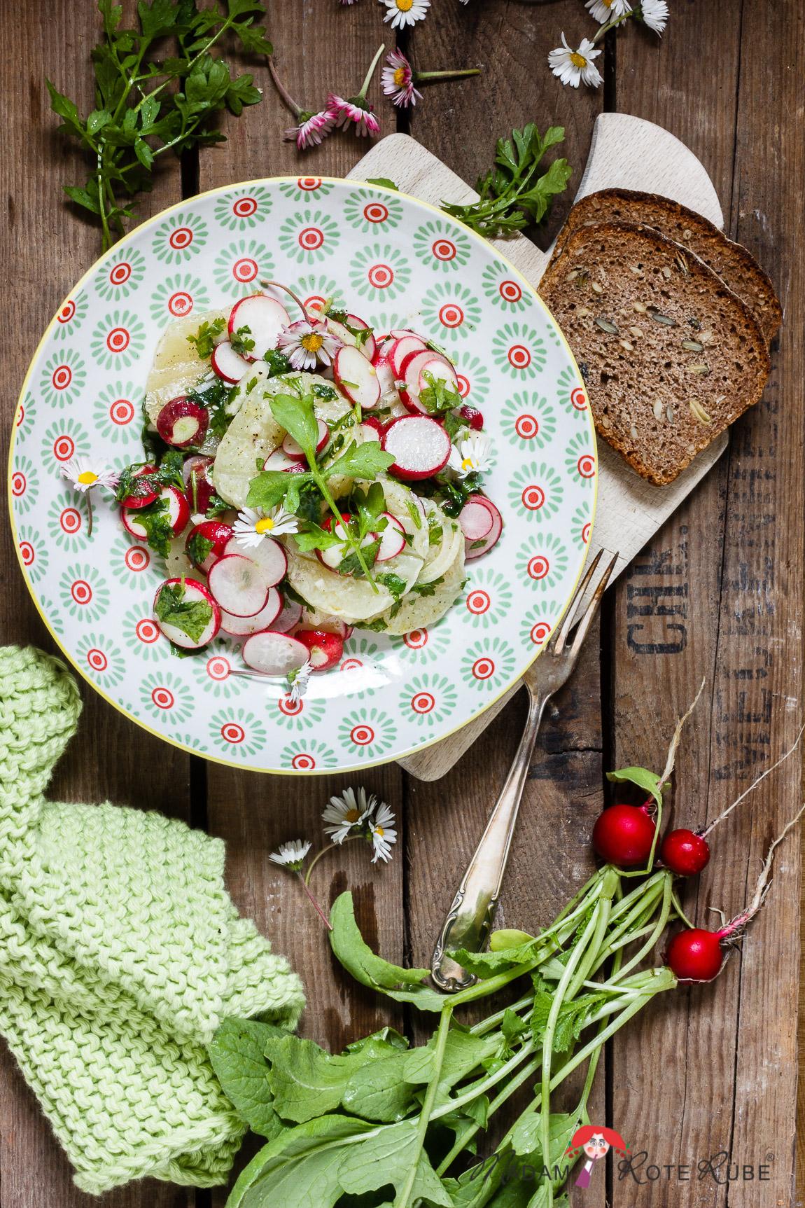 Madam Rote Rübe - Radieschensalat mit Harzer Käse und Gänseblümchen