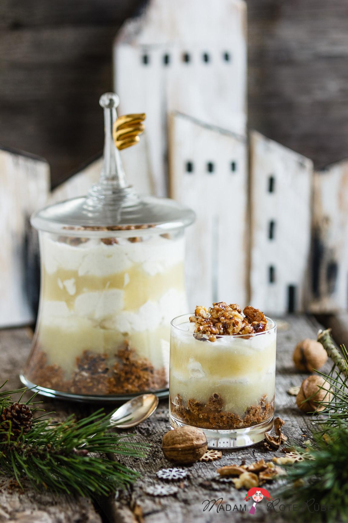 Gewürzkuchen Dessert mit Zimtcreme, Apfelmus und Walnussgeknusper