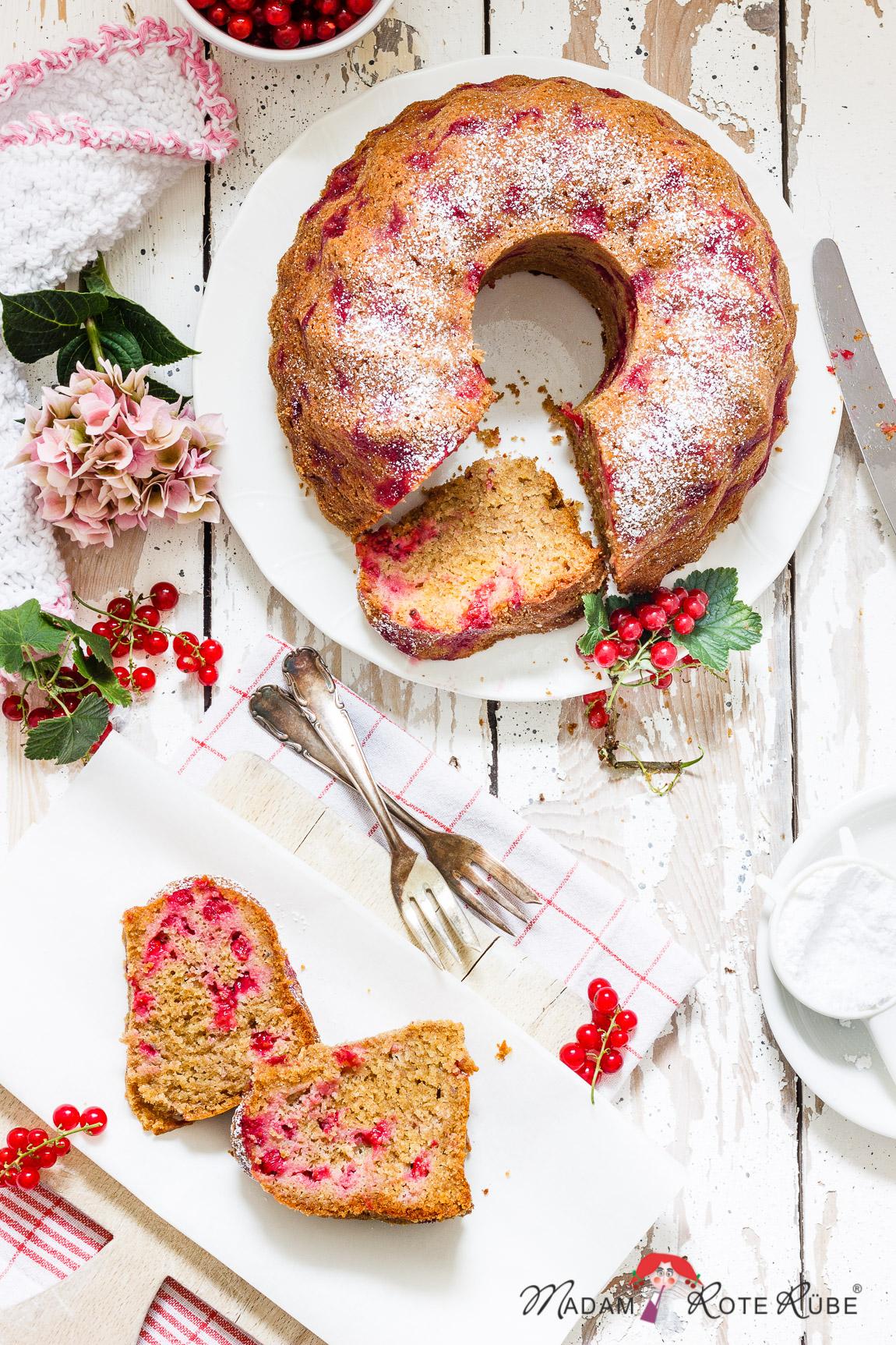 Madam Rote Rübe - Johannisbeer-Schmand-Gugelhupf mit Dinkelvollkornmehl für den kleinen Beerenhunger