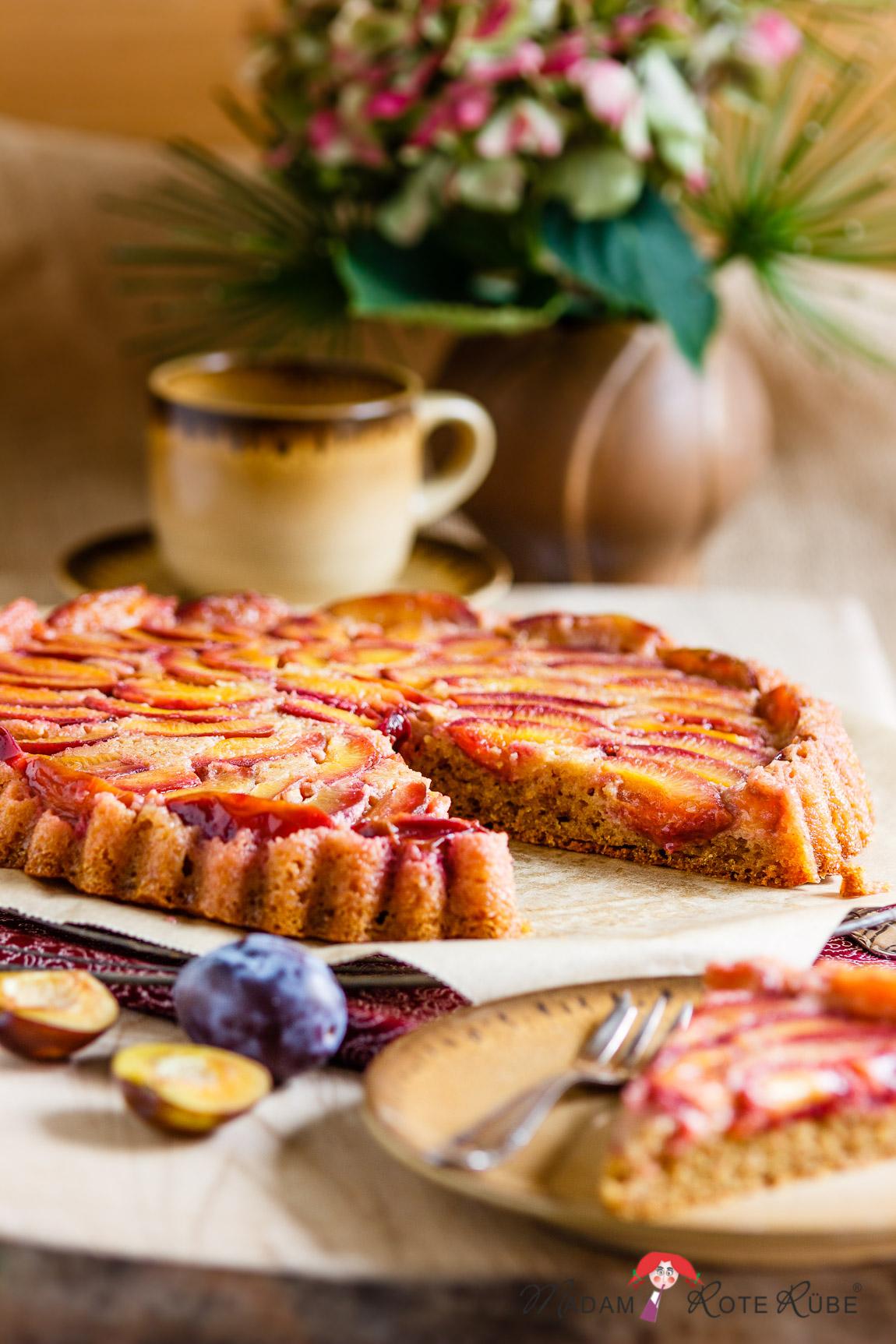 Madam Rote Rübe - gestürzter Honig-Pflaumenkuchen mit Dinkelvollkorn