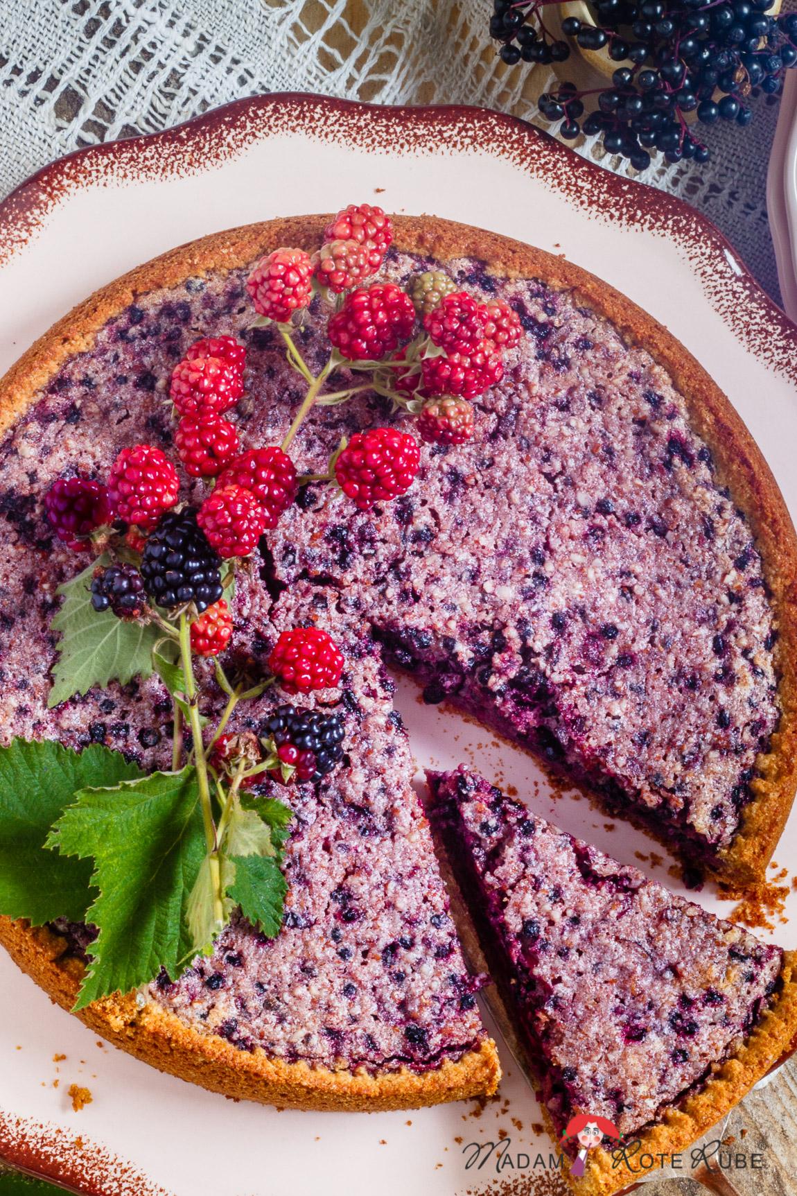 """Madam Rote Rübe - Holunder-Brombeer-Kuchen aus """"Herbstfrüchte - Holunder, Hagebutte, Schlehe und Esskastanie"""" (Sigrid Schimetzky)"""