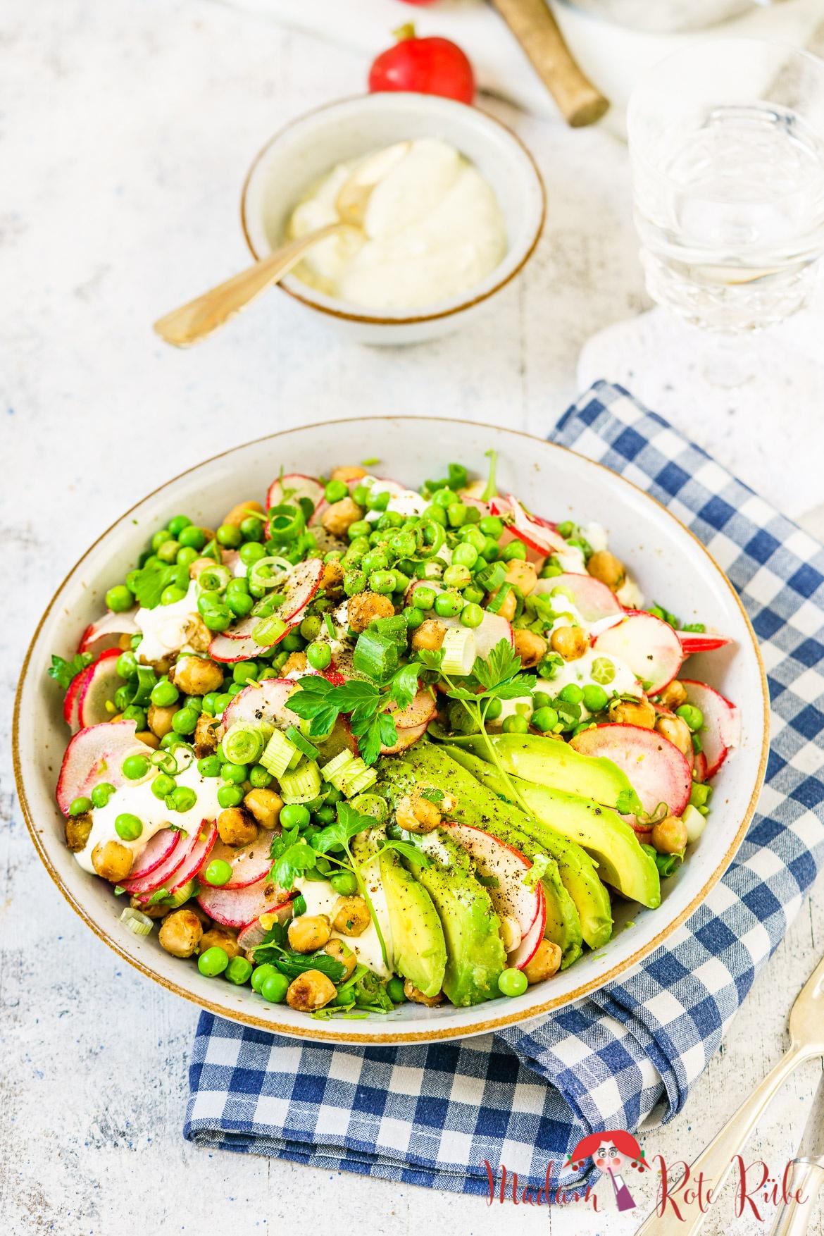 Madam Rote Rübe - Radieschen-Erbsen-Salat mit würzigen Kichererbsen