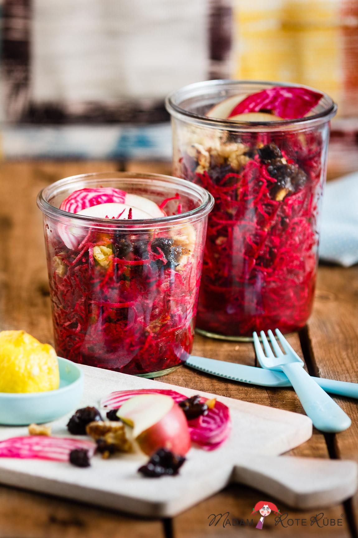 Madam Rote Rübe - Rohkostsalat: Rote Bete-Salat mit Pflaumen und Walnüssen