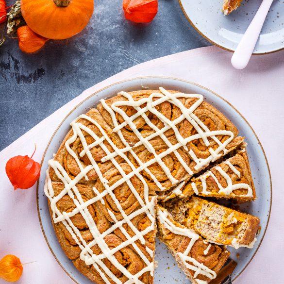 Madam Rote Rübe - Vollkorn-Schneckenkuchen mit Kürbis-Apfel-Butter und Cashewkerne-Guss