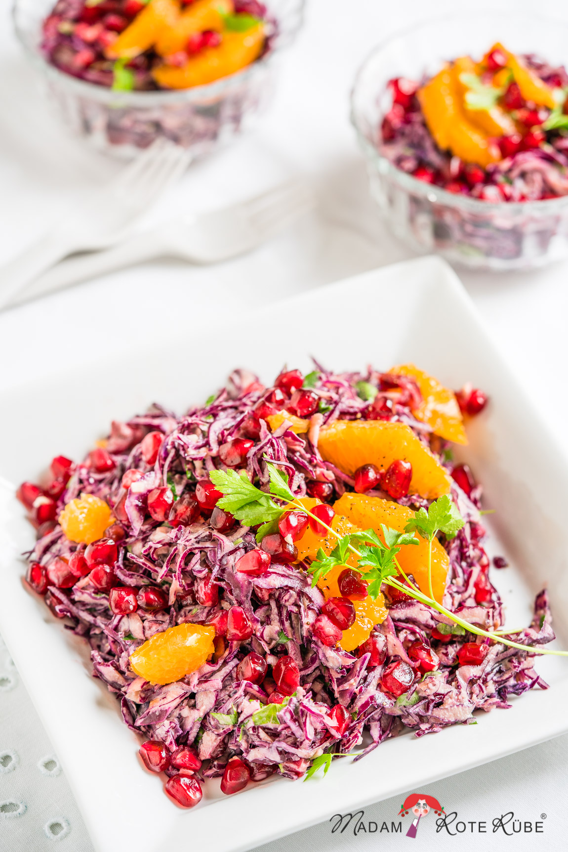 Madam Rote Rübe - Rotkohl-Salat mit Granatapfel und Lemon-Tahini-Dressing