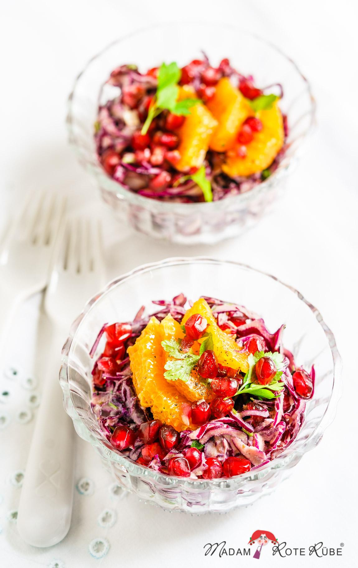 Madam Rote Rübe - Rotkohl-Salat mit Granatapfel und Limetten-Tahini-Dressing