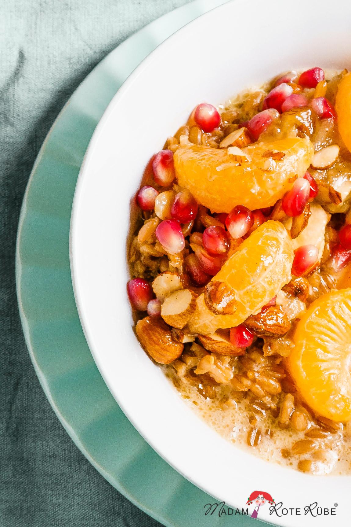 Madam Rote Rübe - Mandel-Dinkel-Porridge aus dem Ofen mit zart karamellisierten Früchten