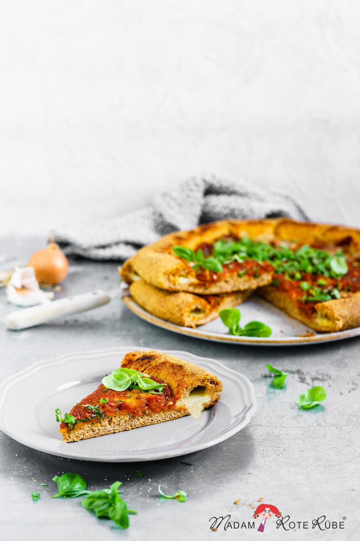 Madam Rote Rübe -Knusprige American-Vollkorn-Pizza mit Mozzarella-Käserand
