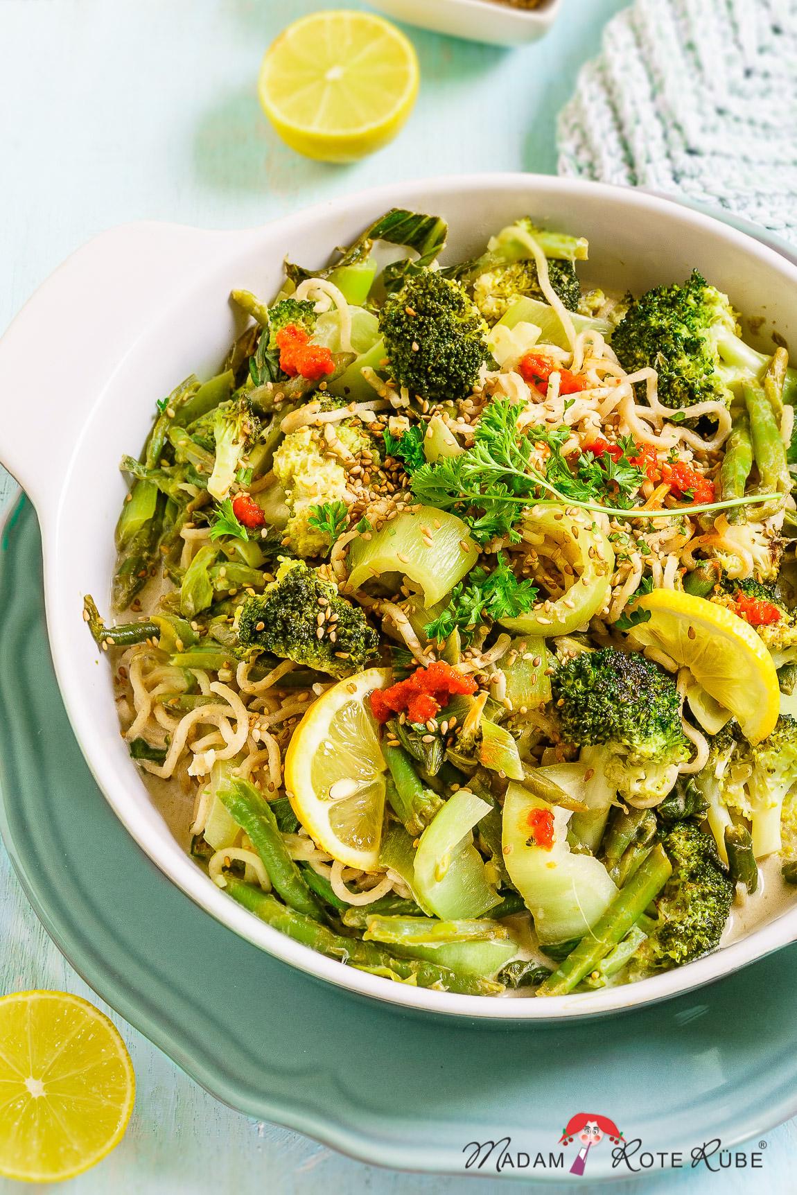 Madam Rote Rübe - Pak Choi-Gemüsepfanne mit Brokkoli, grünen Bohnen und Mie-Nudeln