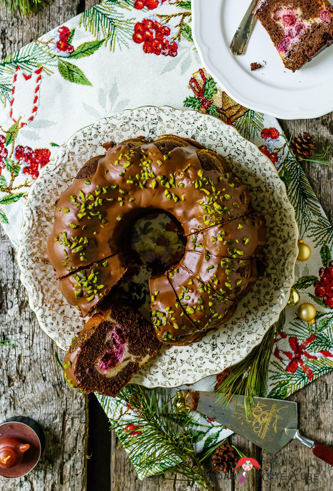Madam Rote Rübe - Weihnachtlicher Rotweinkuchen-Gugelhupf mit Kirsch- und Käsecremefüllung