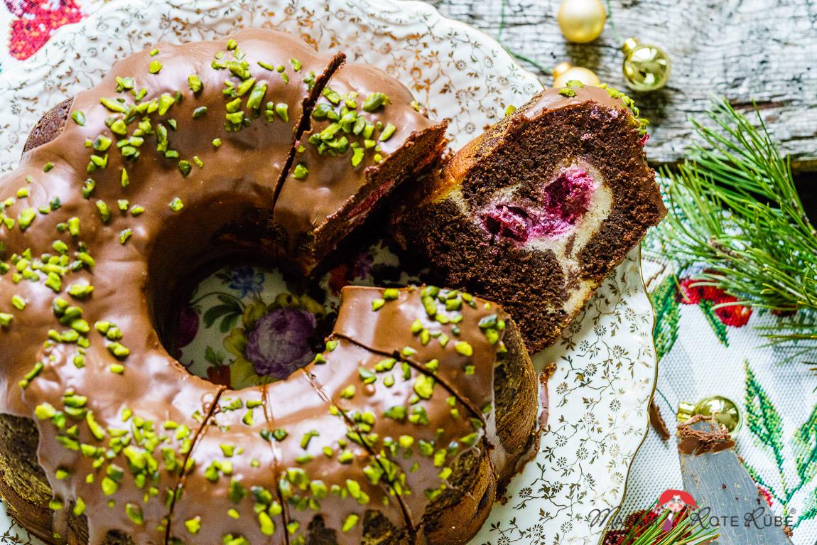 Madam Rote Rübe - Weihnachtlicher Rotweinkuchen mit Kirsch- und Käsekuchenfüllung
