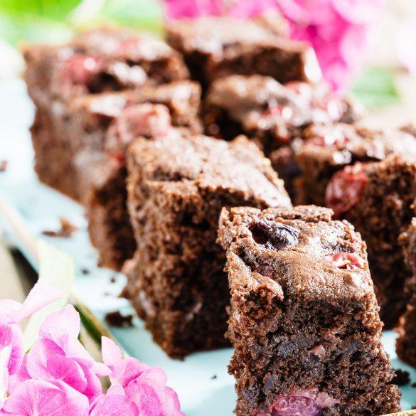 Madam Rote Rübe -Schoko-Vollkorn-Brownies mit Espresso und Sauerkirschen