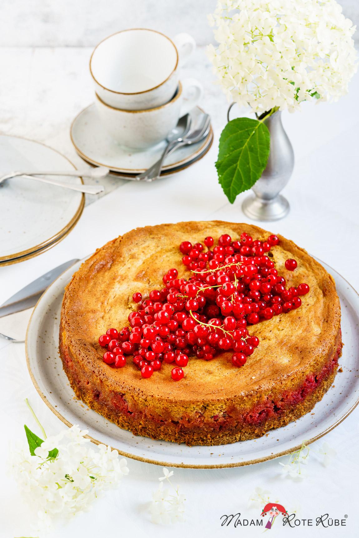 Madam Rote Rübe - Honigsüßer Johannisbeerkuchen mit Dinkelvollkorn und Nussbaiser