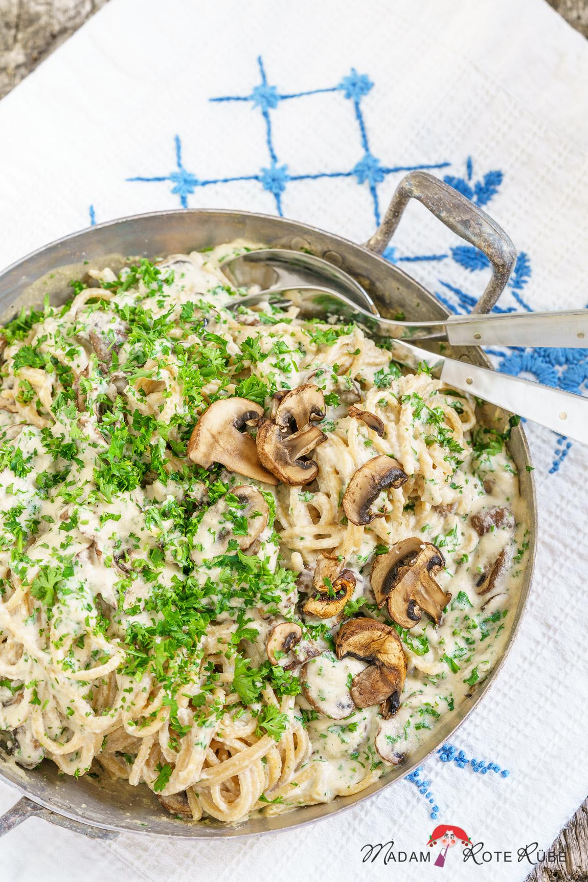 Madam Rote Rübe - Cremige Pasta Alfredo mit Pilzen und Petersilie aus der 30-Minuten-Küche