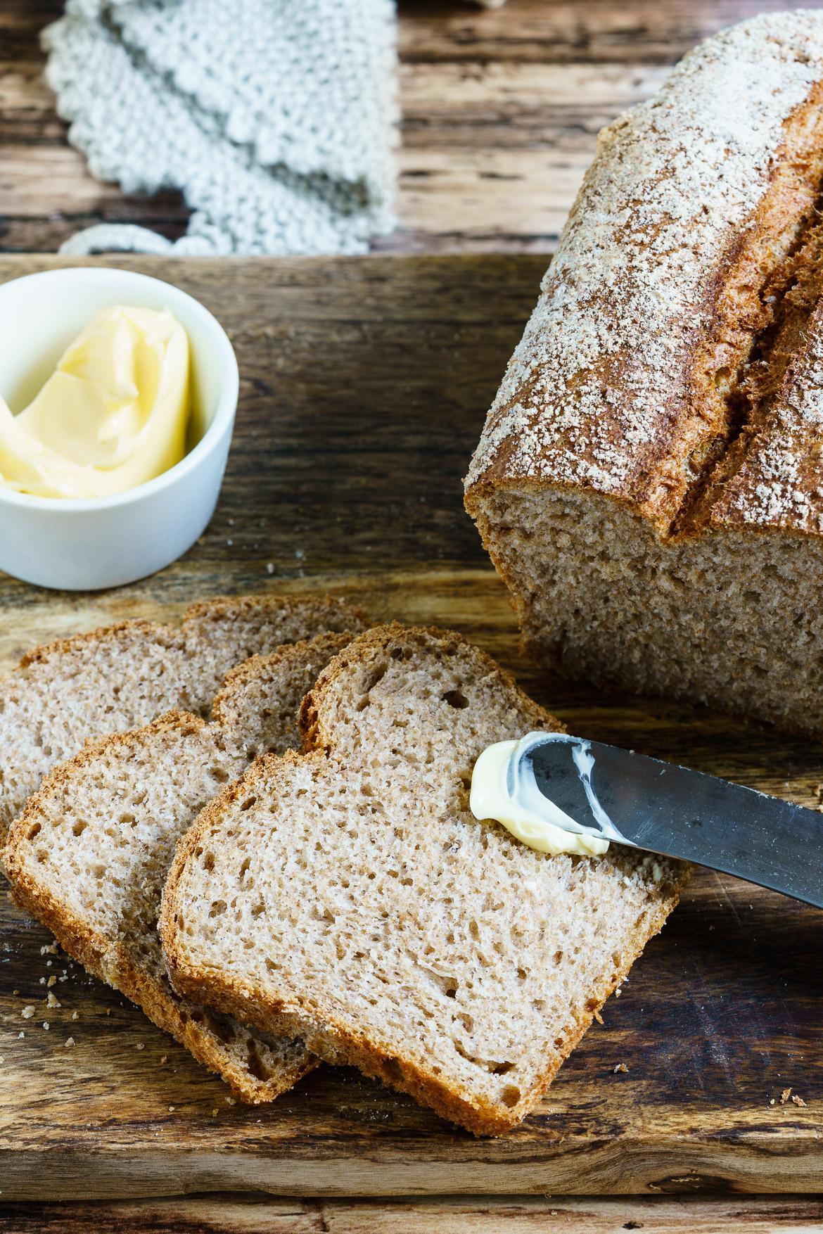 Madam Rote Rübe - Zarter Vollkorn-Butter-Toast - einfach hausgebacken