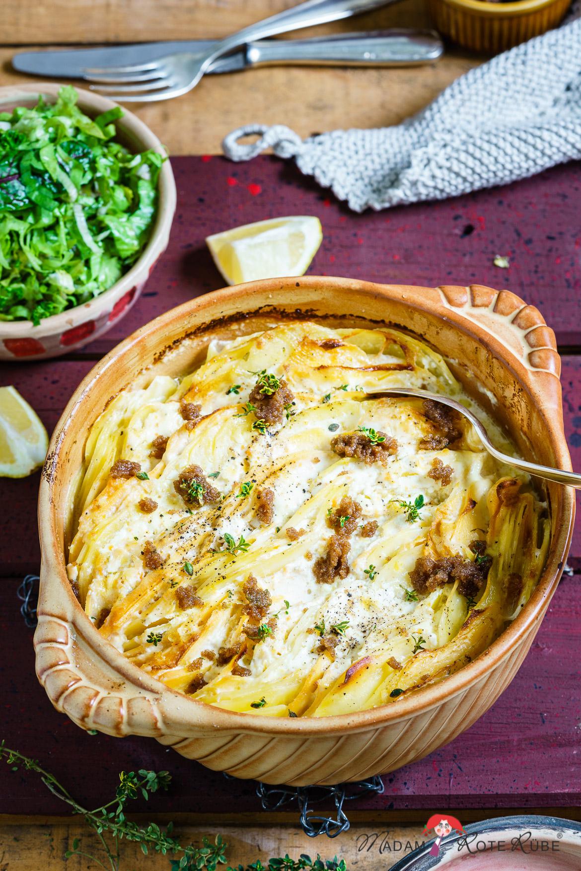 Madam Rote Rübe - Kartoffel-Steckrüben-Gratin mit Zitronensauce und Thymianbrösel