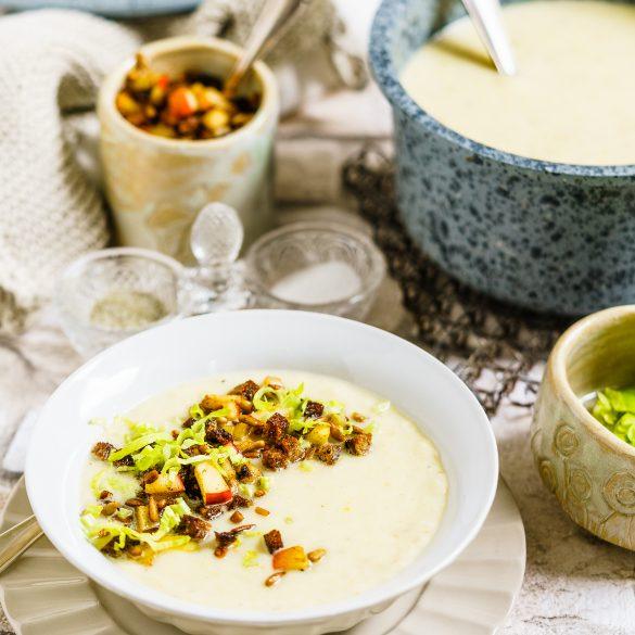 Madam Rote Rübe - Sellerie-Apfel-Suppe mit Pumpernickelbröseln