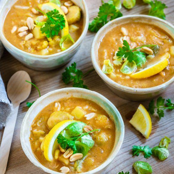 Madam Rote Rübe - Rosenkohl-Erdnuss-Suppe mit Kartoffeln