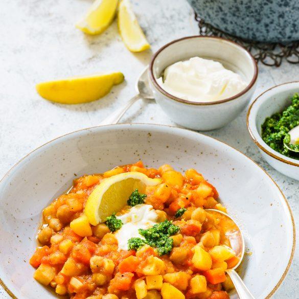 Madam Rote Rübe - Pastinaken-Möhren-Curry mit Kartoffeln und Bärlauch-Pesto