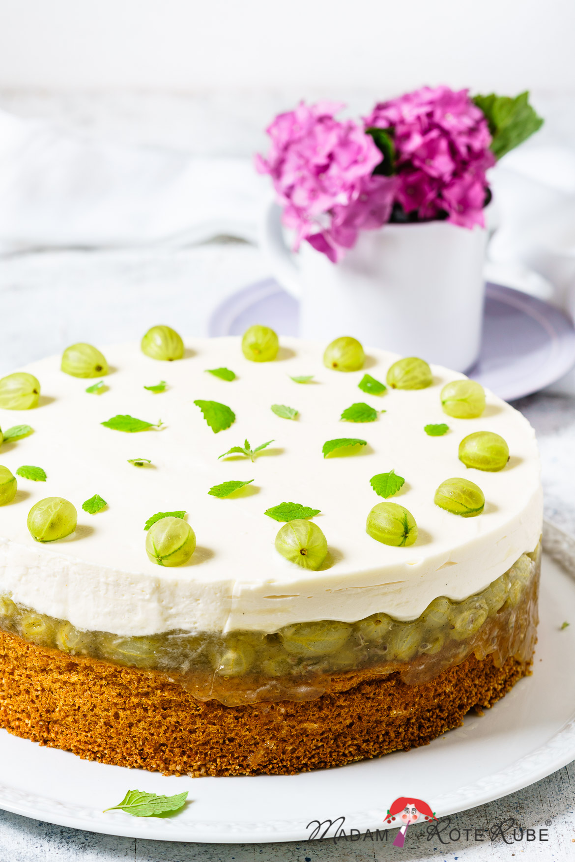 Madam Rote Rübe - Stachelbeer-Prosecco-Torte mit Dinkelvollkorn-Biskuit
