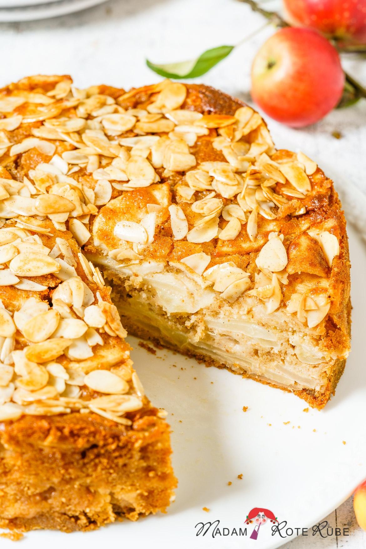 Madam Rote Rübe - Einfacher Apfel-Vollkornkuchen mit Honig-Mandel-Decke