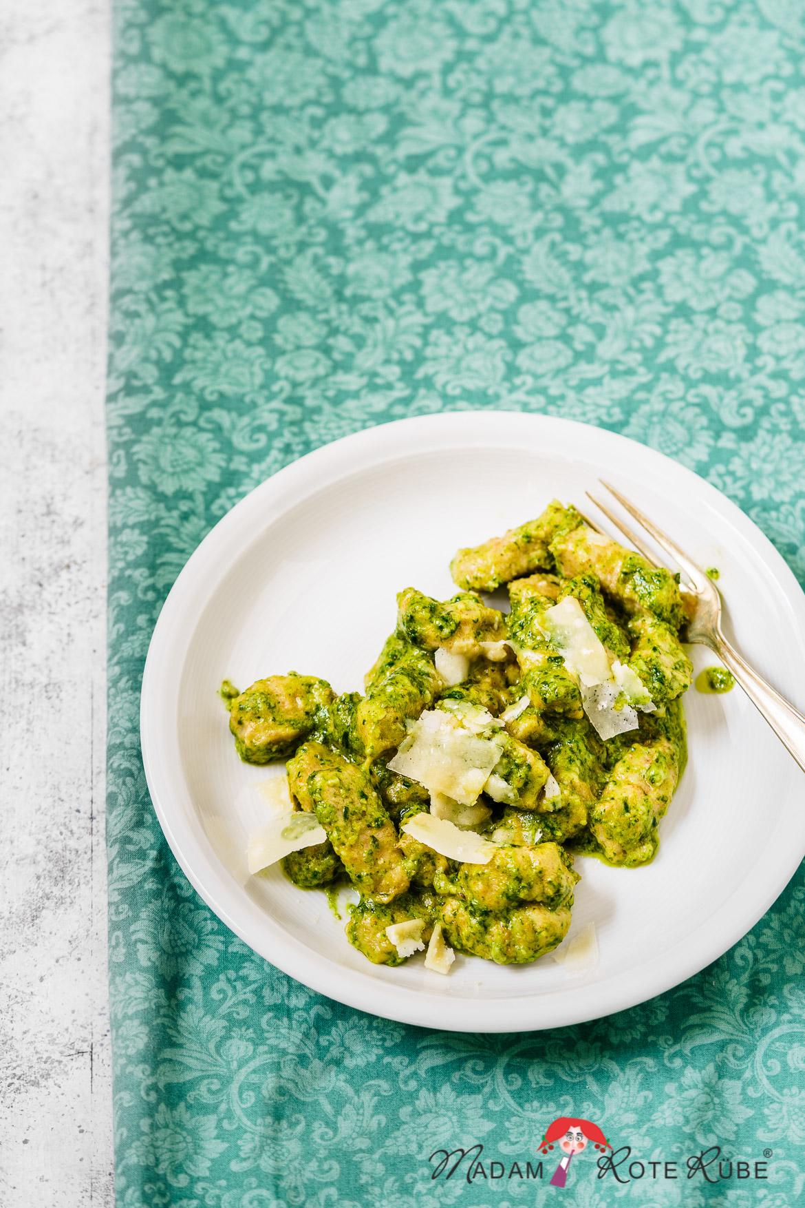Madam Rote Rübe - Gnocchi aus Kartoffelbrei mit grünem Pesto für Feinschmecker