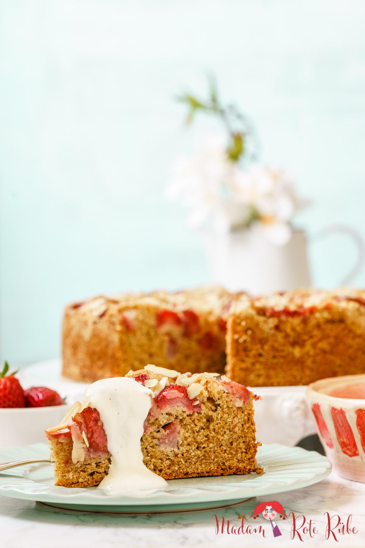 Madam Rote Rübe - Erdbeer-Dinkelvollkornkuchen mit Mandeln und Sahne