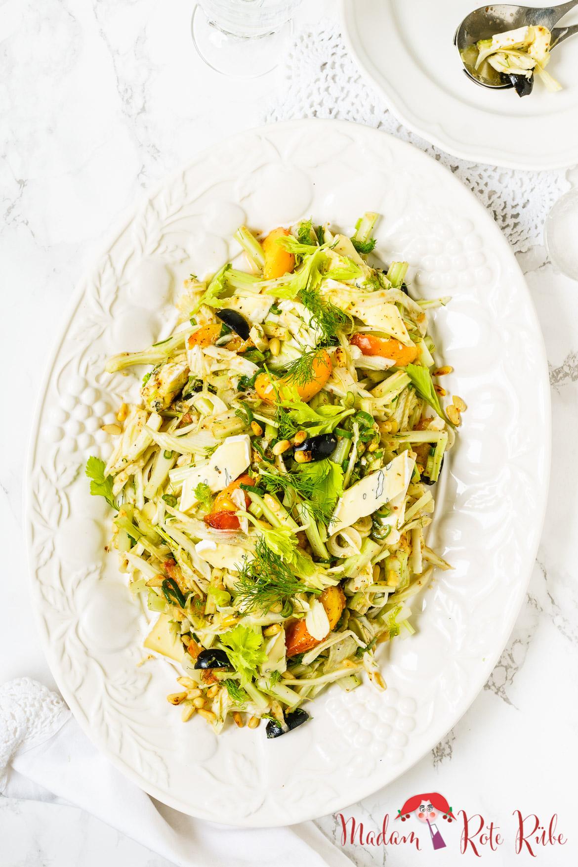 Madam Rote Rübe - Fenchel-Sellerie-Salat mit Oliven, gebratenem Pfirsich und Blauschimmelkäse